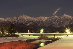 白夜の剱岳連峰/上市川白竜橋付近(2011/2/20)
