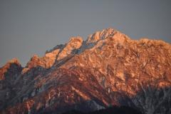 夕日に染まる秋の剱岳