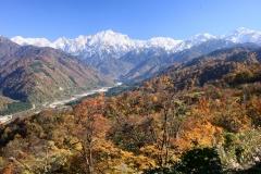 千石城山登り口付近から見る晩秋の剱岳